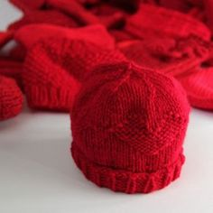 Little Hats Big Hearts pairs newborns with red hats and life saving information every year during American Heart Month. Click through for free patterns and donation information. Knitting For Charity, Baby Hats Knitting, Knitting For Kids, Free Knitting, Knitting Projects, Knitted Baby Hats, Knit Hats, Hat Patterns To Sew, Crochet Poncho Patterns