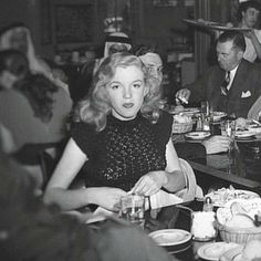 Rare photo of Marilyn Monroe in 1948.