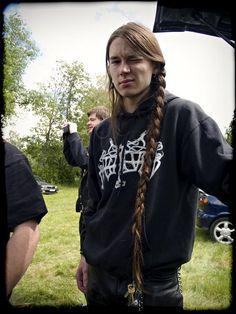 ;) i wish i had HIS hair, his!! :D :D