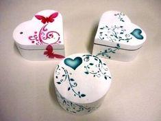 Resultado de imagen para CAJAS DE TRUPAN pintadas para mama Painted Wooden Boxes, Boxes And Bows, Puzzle Box, Decoupage Art, Sorority Crafts, Heart Ornament, Jewellery Boxes, Craft Box, Little Boxes
