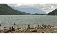 El modelo del modelo: las represas al sur de Chile. Una hidroeléctrica contra el Lago Neltume, por Nazaret Castro. Foto: Jheisson A. López | FronteraD