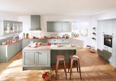 Landelijke keuken in zacht groen van Keukenspecialist.nl. Vraag de gratis…