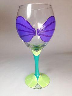 Little Mermaid Wine Glass for the moms 😁 Diy Wine Glasses, Painted Wine Glasses, Wine Glass Crafts, Wine Bottle Crafts, Disney Diy, Disney Crafts, Cute Crafts, Crafts To Do, Crafty Craft