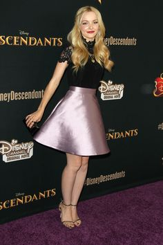 "http://www.feetpedia.net/2015/12/dove-cameron_6.html Acttress Dove Cameron attends the premiere of Disney Channel's ""Descendants"" at Walt Disney Studios on July 24, 2015 in Burbank, California. 4fCuNz3.jpg (2204×3308)"