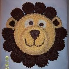 Lion Cake with cupcakes as mane