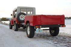 Raquel-rear-34-trailer-2