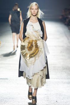 Dries Van Noten Spring 2014 RTW. #DriesVanNoten #Spring2014 #PFW crimped ruffled silk. gold. gilded. rich and poor. long vest.