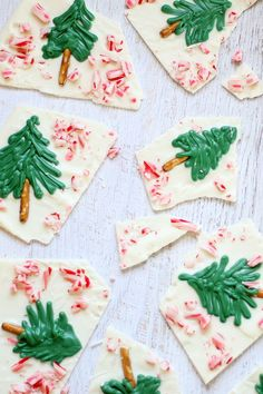 peppermint white chocolate CHRISTMAS TREE BARK for an easy holiday dessert to make, eat, or give -- step-by-step instructions included Christmas Bark, Christmas Chocolate, Christmas Sweets, Christmas Goodies, Christmas Time, Christmas Gifts, Christmas Recipes, Holiday Recipes, Christmas Ideas