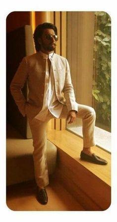 Ranveer Singh looking dapper in a linen suit. He wore this for Ram Leela promotions in Delhi. What's your take on Ranveer's linen look! (img source - indianshowbiz)