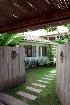 Precious Tips for Outdoor Gardens - Modern Patio Tropical, Tropical Houses, Outdoor Rooms, Outdoor Gardens, Modern Gardens, Exterior Design, Interior And Exterior, Jungle House, Stone Houses