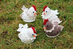 Steen i stugan: En liten flock hönor Diy Projects For Kids, Diy For Kids, Owl Scarf, Tiny Farm, Crochet Chicken, Chicken Pattern, Egg Holder, Amigurumi Toys, Crochet Animals