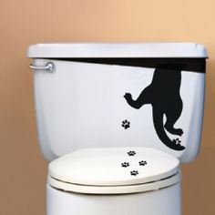 Sticker Patte de chat - Chat noir allant farfouiller dans la réserve ds wc.