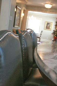 HouseTalkN: A House Tour And New Memory Making. Love these leather barstools!