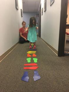 The footprint pathway encourages children to use motor planning skills to coordinate their steps/jumps according to the feet print-outs. Vestibular Activities, Gross Motor Activities, Movement Activities, Gross Motor Skills, Therapy Activities, Preschool Activities, Vestibular System, Pediatric Occupational Therapy, Pediatric Ot