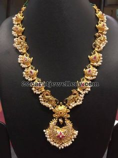 Gold Long Chain latest jewelry designs - Page 2 of 45 - Indian Jewellery Designs Gold Jewellery Design, Gold Jewelry, Collier Antique, Pearl Necklace Designs, Necklace Set, India Jewelry, Schmuck Design, Jewelry Patterns, Wedding Jewelry