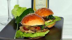 Mini hamburgerek csirkével, tejszínes-gombás mártással