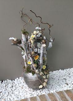 Easter Flower Arrangements, Easter Flowers, Snow Globes, Decoupage, Spring, Floral, Diy, Fake Flowers, Flower Arrangement