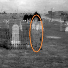 ghost photos--kind of a creepy read--enjoy! Spooky Places, Haunted Places, Haunted Houses, Creepy Pictures, Real Ghost Pictures, Ghost Pics, Paranormal Pictures, Ghost Sightings, Post Mortem