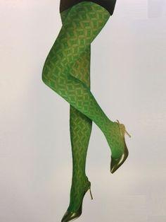 MARCMARCS | Aqua 15 zomerpanty Waarom zou je deze zomer alleen maar basispanty's in een huidskleur dragen als je ook deze prachtige, lichtblauwe fashionpanty Aqua in je la hebt liggen om de boel eens flink op te vrolijken?!  De Aqua panty van Marcmarcs is een zeer dunne panty met een fris design en een opvallende kleur, waarmee je elke outfit helemaal af maakt!