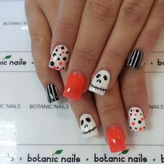 Halloween is right around the corner. Are you ready for it?Maybe you have prepared your costumes and musk. but don't forget to have a creative-designed nail design to cooperate with the spooky look for your Halloween party. Hope You Like this Some ideas.
