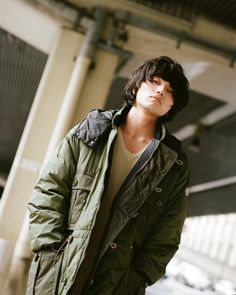 井口理 Satoru Iguchi Pose Reference, Rock Bands, Fashion Photo, Beautiful Men, Military Jacket, Raincoat, King, Poses, Face