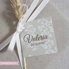 Una etiqueta, cinta y una espiga para decorar los regalos de la Comunión de Valeria. www.decorazones.es Para hacer tu pedido puedes escribirme a hola@decorazones.es  #recordatoriospersonalizados #recordatorioscomunion #marcapaginas #laminasinfantiles #invitacionescomunion #regalosinvitados #comuniones2017 #primeracomunion