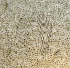 Contemporary and traditional treatment of tessarae. With your feet in the ditch in Marignana. Stained Glass Designs, Mosaic Designs, Mosaic Patterns, Stone Mosaic, Mosaic Glass, Glass Art, Pebble Mosaic, Mosaic Diy, Mosaic Tiles