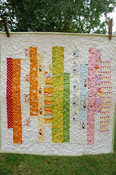 Fleur de Lis Quilts and Accessories: Sunday Quilt Inspiration: S C A R F Cute Quilts, Scrappy Quilts, Black And White Quilts, Strip Quilts, Quilting For Beginners, Quilt Stitching, Quilted Wall Hangings, Quilting Designs, Quilting Ideas