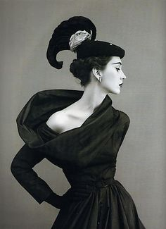 beautiful profile and accessories. Richard Avedon, Dovima in Cristobal Balenciaga, 1950's Dovima #modcloth #styleicon                                                                                                                                                                                 Más