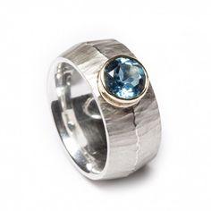 Zilveren ring met Topaas in gouden kast