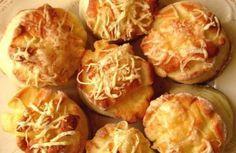 Sokat csinálj belőle, mert mindenki imádni fogja - tökéletes sajtos-tejfölös pogácsa ~ Legjava.pro Baked Potato, Muffins, Cabbage, Potatoes, Snacks, Baking, Vegetables, Ethnic Recipes, Food