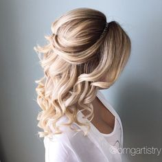 #WeddingHairstyles #Headband Cool 46 Beautiful Wedding Hair Down Style Ideas with Headband. More at http://aksahinjewelry.com/2017/08/28/46-beautiful-wedding-hair-down-style-ideas-with-headband/