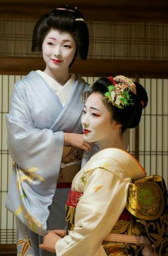 geisha (left) and maiko (right)
