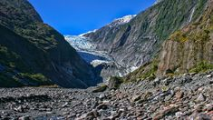 The Franz Josef Glacier offers visitors a rare opportunity to experience a dynamic glacial environment, in a temperate environment, while being within easy driving and walking distance from the main highway.