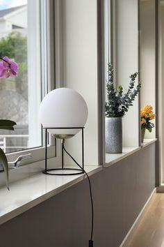 Lamper kan gjøre mye med interiøret Lighting, Design, Home Decor, Rome, Decoration Home, Light Fixtures, Room Decor, Lights, Lightning
