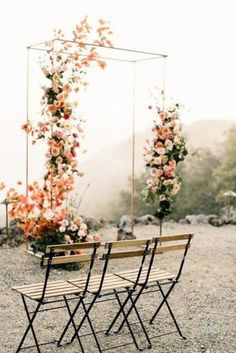 Colorful spring floral wedding in Southern California at Oakridge Farmhouse - Wedding Arch Wedding Ceremony Ideas, Wedding Altars, Outdoor Wedding Decorations, Wedding Trends, Rustic Wedding, Wedding Unique, Wedding Venues, Modern Wedding Ideas, Perfect Wedding