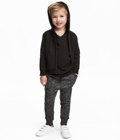 Joggers in lightweight, melange sweatshirt fabric. Elasticized drawstring waistband, dropped gusset, side pockets, and ribbed hems. Young Boys Fashion, Teen Boy Fashion, Toddler Boy Fashion, Toddler Boy Outfits, Toddler Boys, Trendy Boy Outfits, Outfits Niños, Boys Summer Outfits, Kids Outfits