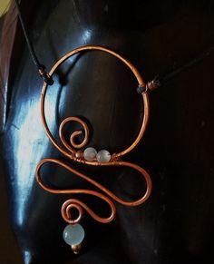 Pendente con perline celesti - alluminium wire color rame - dimensioni H.95mm L.60mm - 2016 maggio
