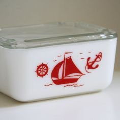 A sailboat Mc Kee milk glass refrigerator dish with sail boat Vintage Bowls, Vintage Kitchenware, Vintage Dishes, Vintage Glassware, Vintage Love, Retro Vintage, Vintage Items, Vintage Pyrex, Integers