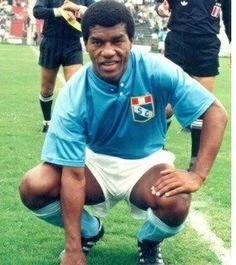 Julio César Uribe es considerado como uno de los máximos ídolos del Club Sporting Cristal. Llegó a las divisiones menores del club a los 12 años.
