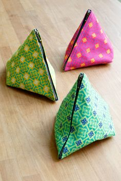 Triangle pouches in Medallions print fabric from the Folk Modern collection. Photo from the Kokka blog.
