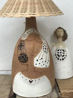 zde..... Pottery Ideas, Ceramic Art, Chandeliers, Lanterns, Table Lamp, Clay, Lighting, Inspiration, Vintage