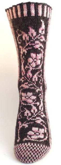 Ravelry: Floralia pattern by Vintage Purls Fair Isle Knitting, Loom Knitting, Knitting Socks, Hand Knitting, Knitting Patterns, Knitting Machine, Vintage Knitting, Stitch Patterns, Crochet Socks