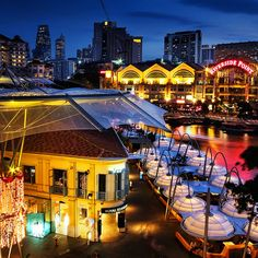 Riverside dining at Clarke Quay, by the Singapore River