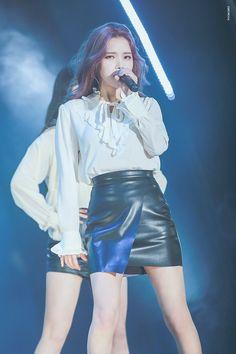 Solar Of Mamamoo Kpop Girl Groups, Korean Girl Groups, Kpop Girls, Queens, Solar Mamamoo, Stage Outfits, Kpop Outfits, K Idols, Korean Singer