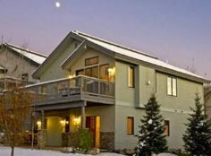 Welcome to the Landings.  A small enclave of private homes walking distance to the Gondola base and slopes.  This 3 bedroom home located in a cul de sac has a private hot tub on the deck.  Easy walk t...