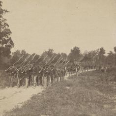Union soldiers of the Illinois Volunteer Infantry returning from foraging, Columbus, Kentucky, c. Us History, American History, Civil War Art, Union Army, War Image, America Civil War, Civil War Photos, Old Photos, Vintage Photos