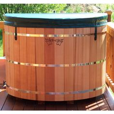 Garden room hot tub Wooden Hot Tubs and Japanese Ofuro Bathtubs Dipping Pool, Outdoor Projects, Outdoor Decor, Portable Spa, Meditation Garden, Wet Rooms, Japanese House, Red Cedar, Water Features