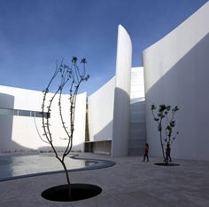 White concrete walls curl around a courtyard at the centre of this museum, which hosts a collection of baroque art ranging from painting and sculpture to fashion and architecture.