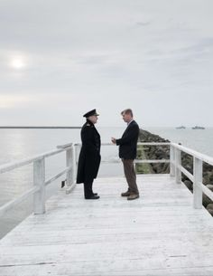 Christopher Nolan directing Kenneth Branagh on the set of « Dunkirk »